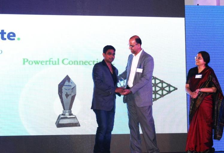Mindfire CEO receives the award from Deloitte